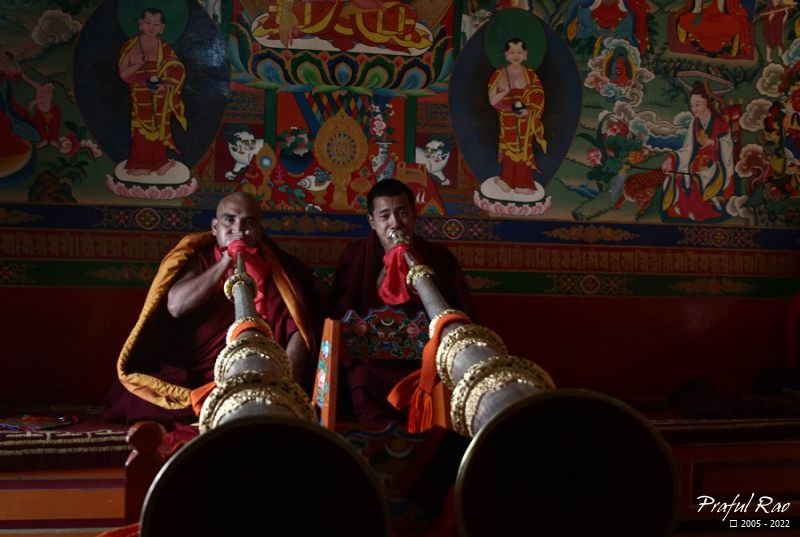 Horn blowers, Tharpacholing Monastery